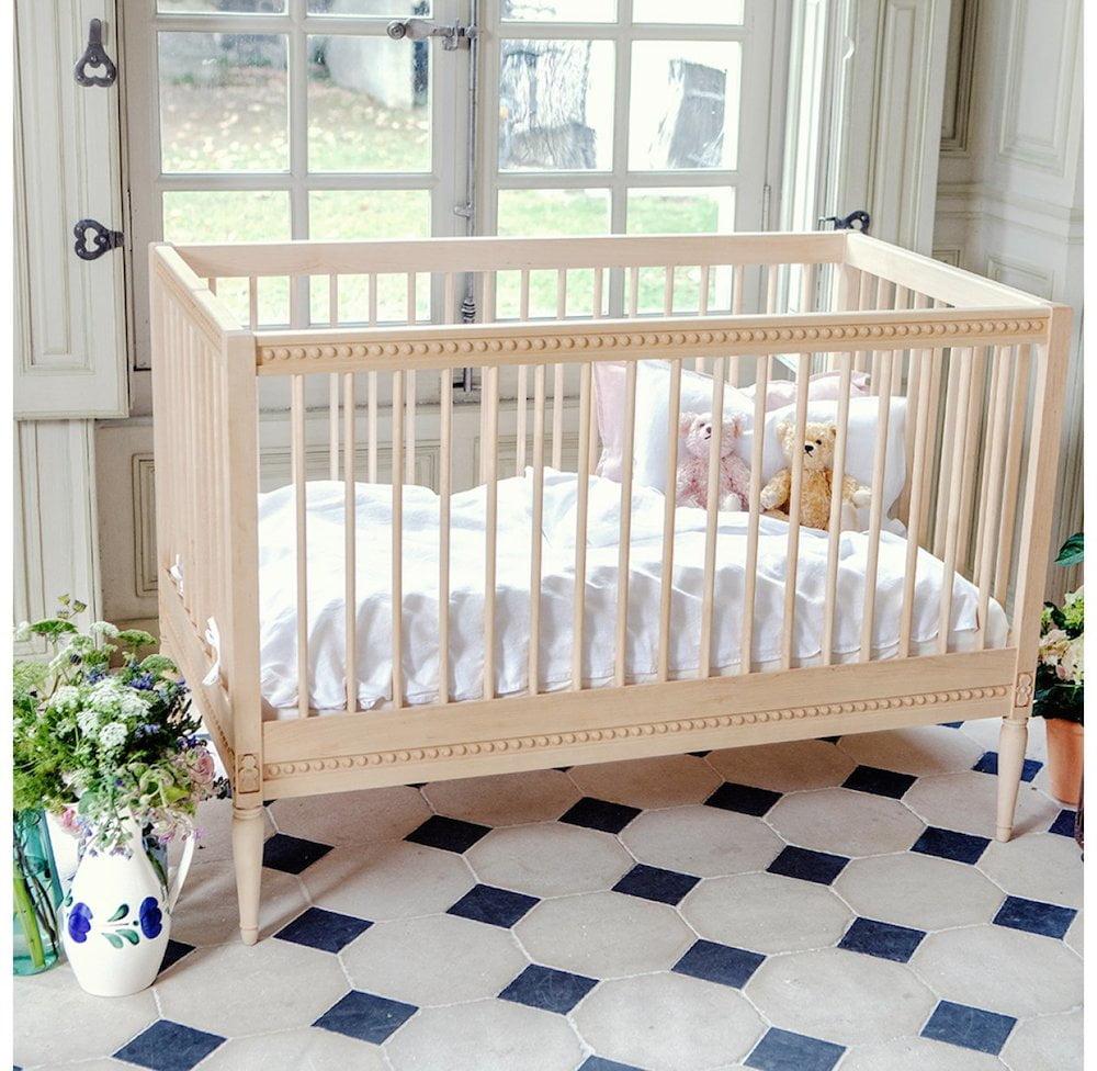 GUSTAVIENNE : Babybett mit Matratze, natur