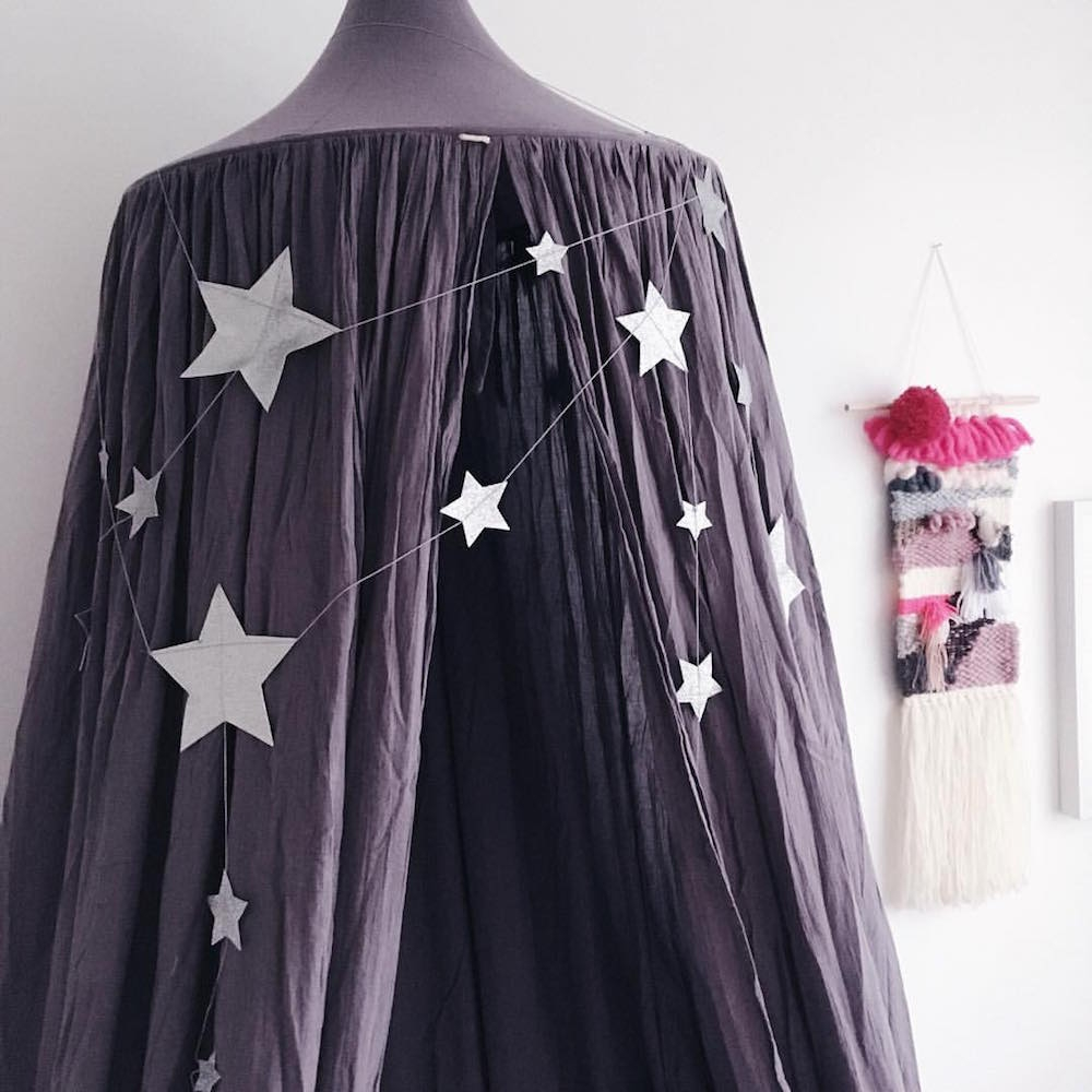 NUMERO 74 : Falling Star Garland, silver grey